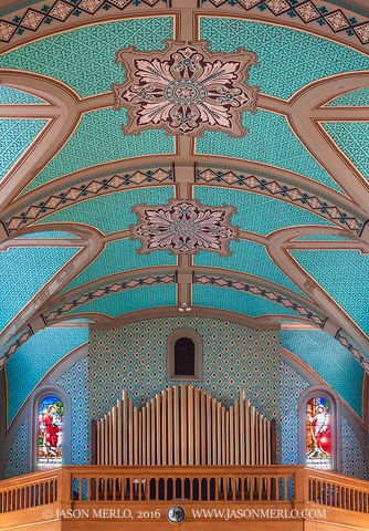 2016061704, Organ pipes and ceiling
