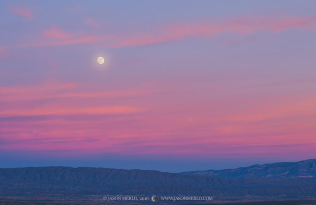 2016121205, Moonrise above the Sierra del Caballo Muerto