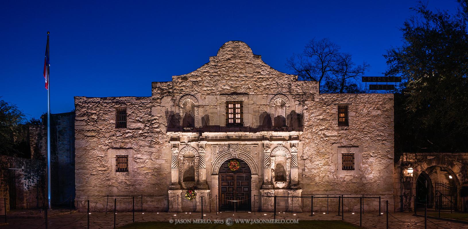 Mission San Antonio de Valero, The Alamo, San Antonio, South Texas, Texas Revolution, Christmas, photo