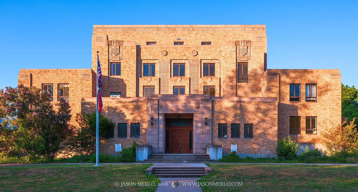 Menard, Menard County courthouse, Texas county courthouse, photo